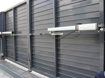 Puertas mecanizadas materiales de construcci n para la - Mecanismo puerta garaje ...