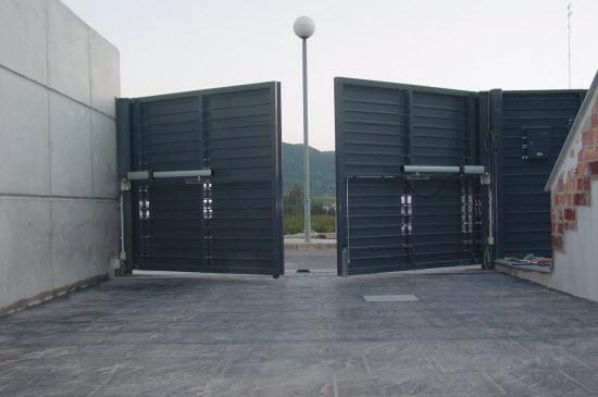 Puertas autom ticas de garaje batientes blog eninter - Puerta garaje abatible ...
