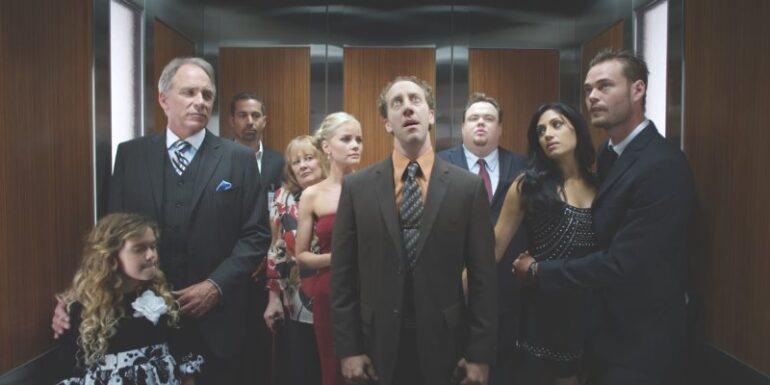 ¿Dónde colocarse dentro de un ascensor?