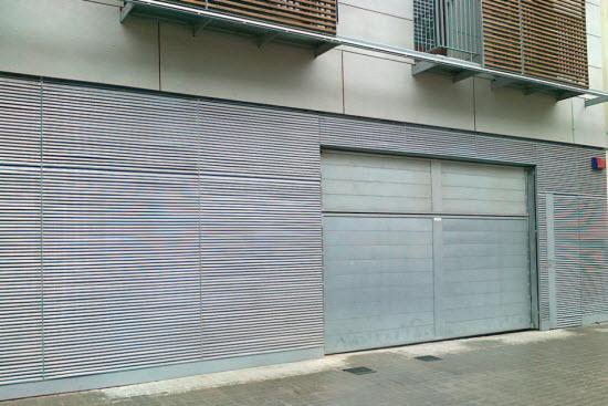 Puertas de garaje automáticas II: BASCULANTES