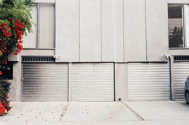 Campaña de vigilancia de puertas de garaje comerciales e industriales