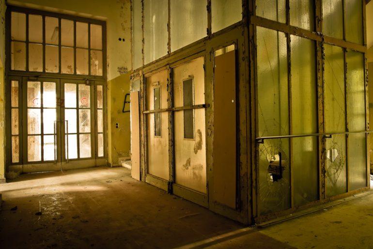 Instalar un ascensor en edificios antiguos o estrechos