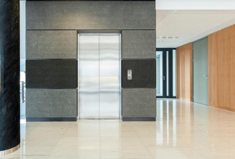 ¿Cuándo es obligatoria la instalación de un ascensor?