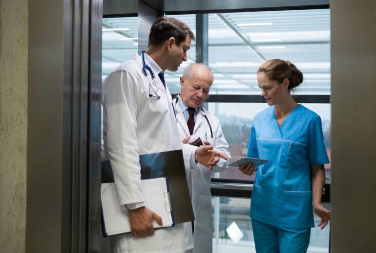 Ascensores para hospitales: ¿En qué se diferencian del resto?