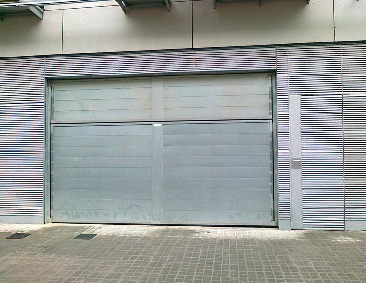 ¿Es obligatorio el mantenimiento de una puerta de garaje?