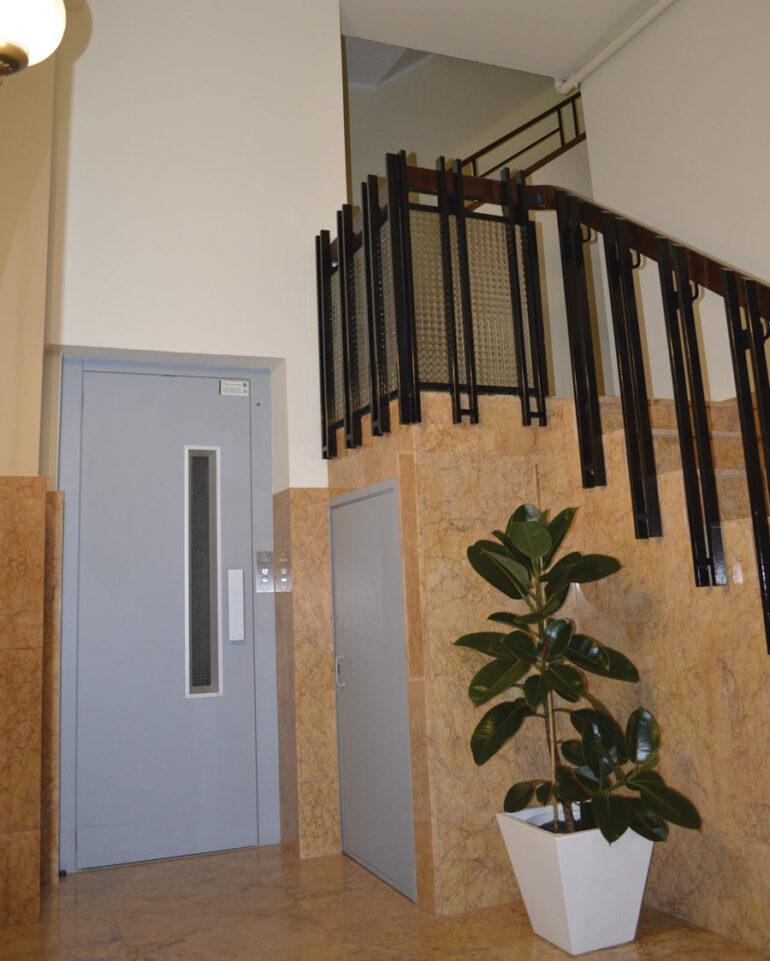 Bajar el ascensor a cota cero, ¿es obligatorio?