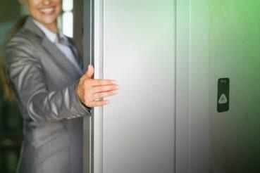 ¿Debo pagar el ascensor si vivo en el bajo?