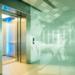 El COVID-19 dentro de un ascensor: cómo minimizar el riesgo de contagio